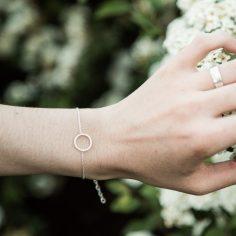 basic-empty-circle-bracelet